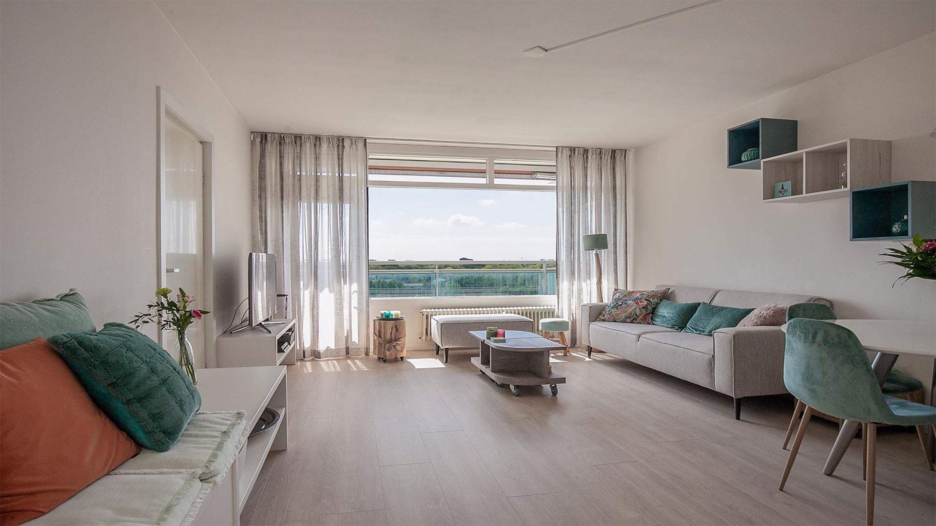 Prachtig gerenoveerd appartement met fraai uitzicht over Den Haag en het Westland, gelegen in Kraayenstein