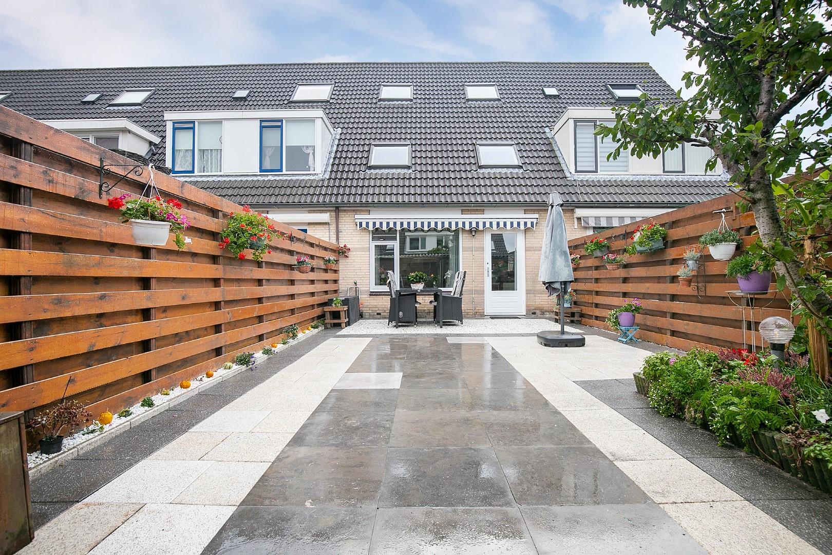 Eengezinswoning in Nootdorp (103 m2) met zonnige tuin, 4 slaapkamers en eigen oprit voor 2 auto's