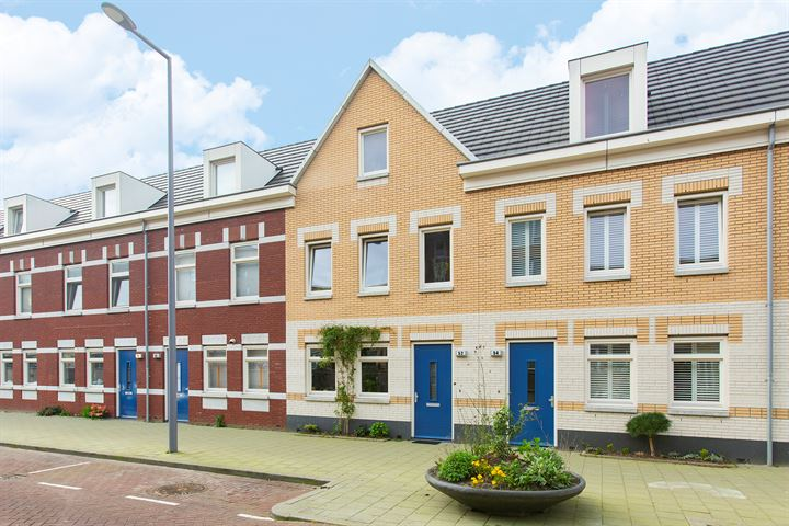 herenhuis met 4, mogelijk 5, ruime en praktische slaapkamers in een rustige woonstraat op 10 minuten lopen van Rotterdam centrum
