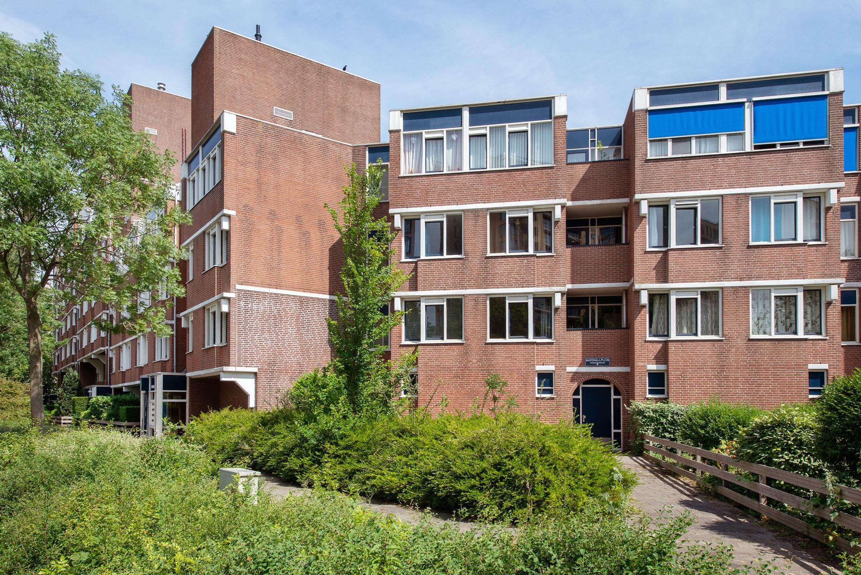 Goed onderhouden 6 kamer appartement in Rijswijk met balkon