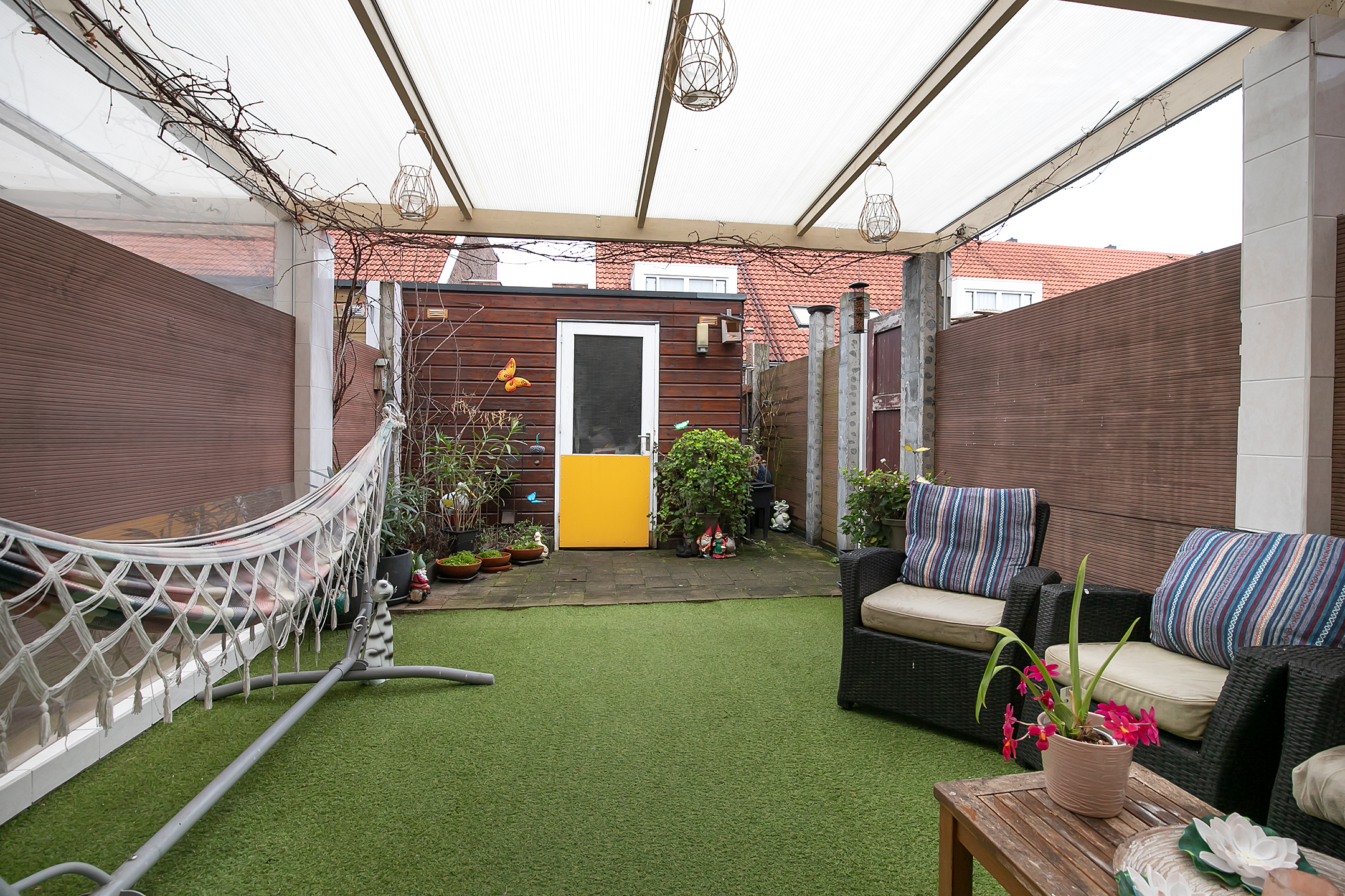 6-kamer eengezinswoning te koop in Transvaal-Zuid, Den Haag met riante woonkamer, 4 slaapkamers, moderne keuken en badkamer
