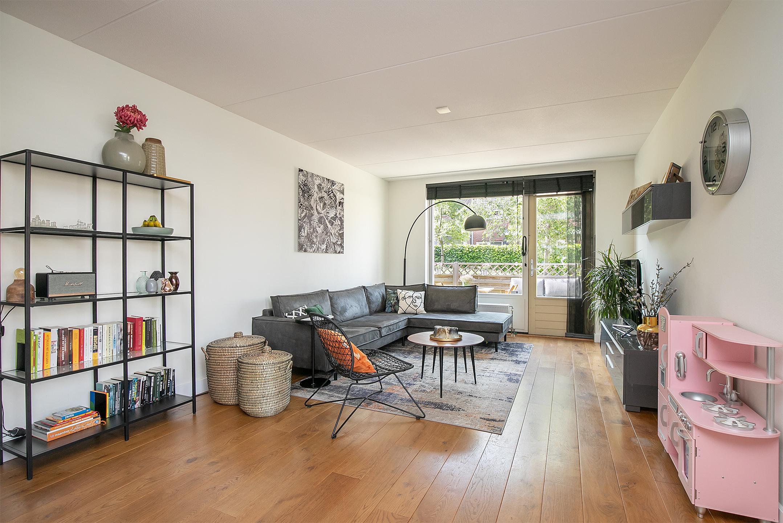 Stijlvolle en instapklare parterre 3 kamer- hoekappartement meet voor en achtertuin in de zeer populaire wijk Juliahof in Wateringen