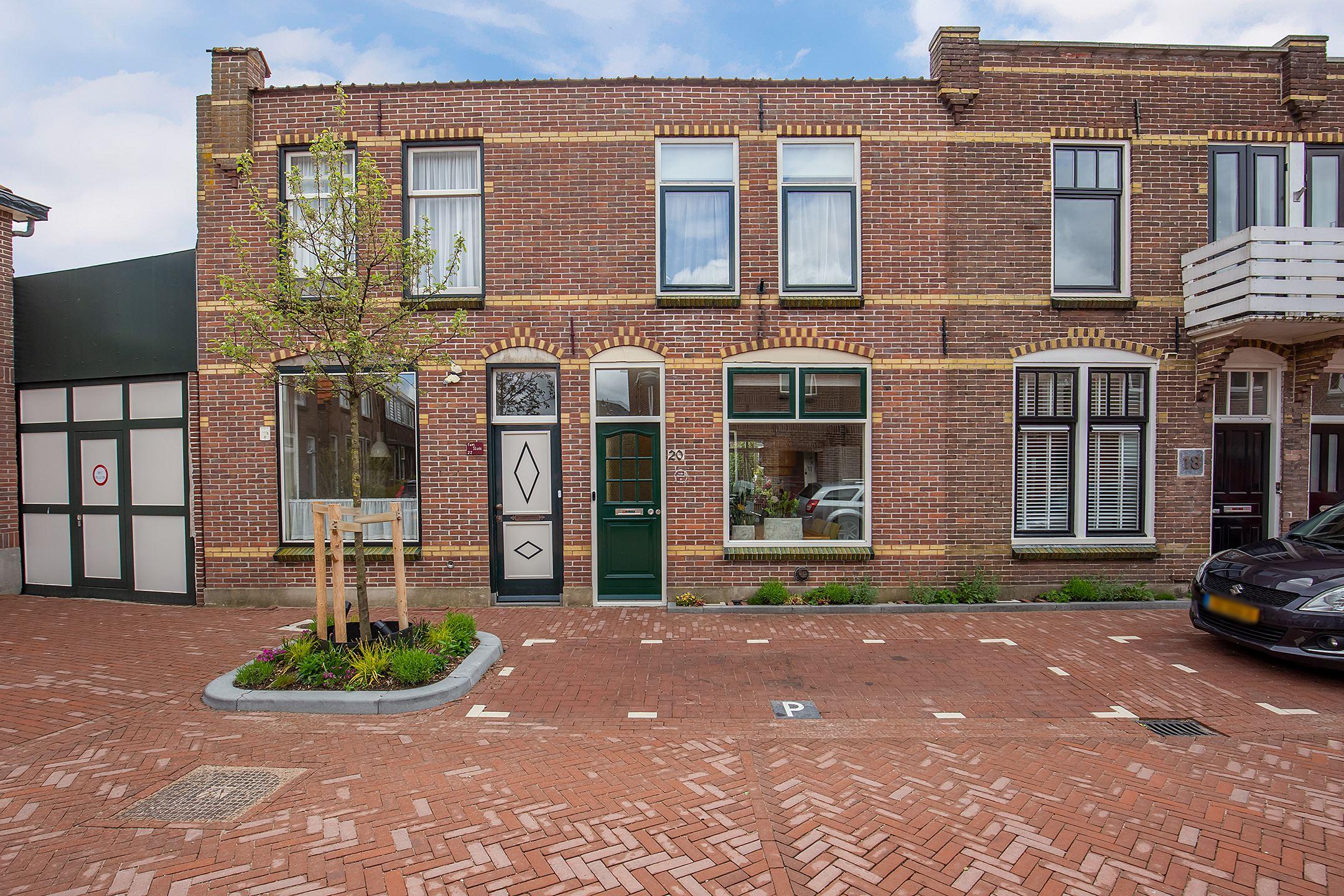 Fijne gezinswoning met 3 slaapkamers en zonnige tuin in Alphen ad Rijn